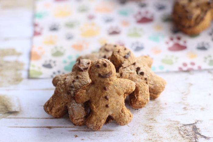 gingerbread dog treats Easy & Delicious Homemade Dog Treat Recipes