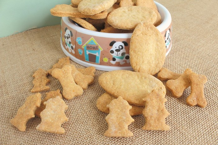 Time to start thing about some easy Easter dog treats recipe for Fido! If he has some yummy goodies of his own, he won't go after the ones in your basket.