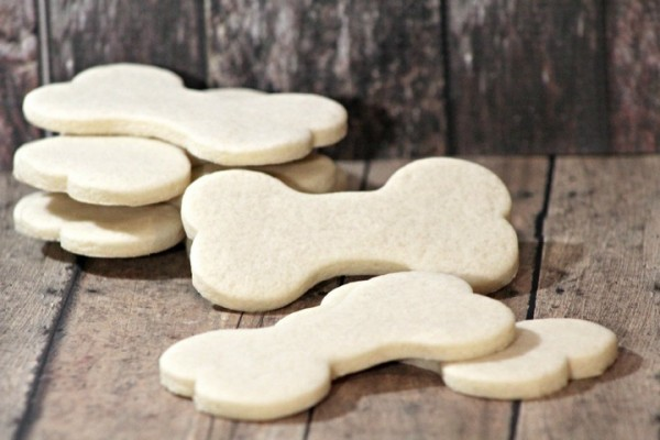 Looking for limited ingredient hypoallergenic dog treats for your sensitive pooch? These easy biscuits have just four ingredients, all gentle on tummies.