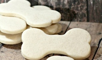 Looking for a limited ingredient hypoallergenic dog treat for your sensitive pooch? These easy biscuits have just four ingredients, all gentle on tummies.