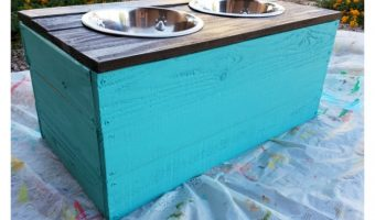 DIY Homemade Dog Food Stand Made from Pallets [with video tutorial]