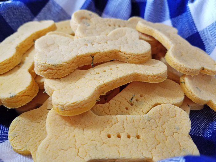 Looking for an easy homemade dog treat that will help Fido keep his resolutions to get in shape? Try out Low Fat Veggie Treats recipe!