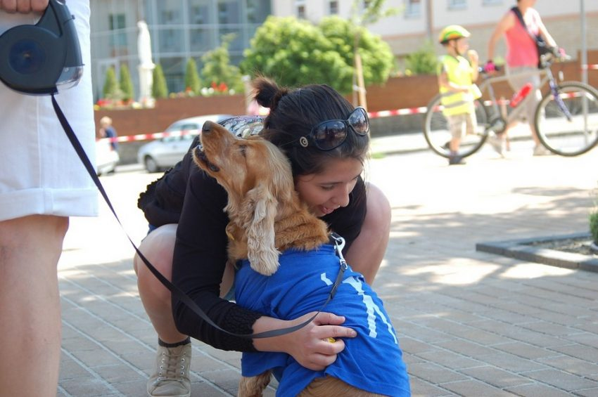 Do dogs like hugs? The answer to that has been fiercely debated among experts. Find out what they're saying and what we think!