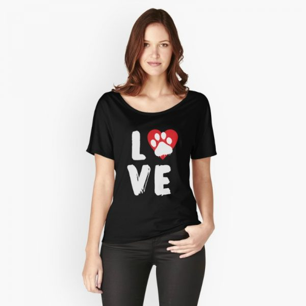 Paw Love with red heart: funny saying on a dog lover t-shirt